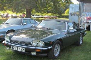Neskôr si princezná Diana polepšila a na konci 80. rokov už jazdila na kabriolete Jaguar XJS.