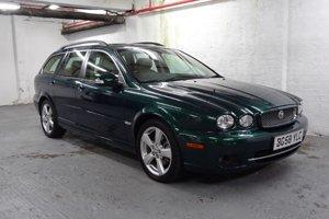 Kráľovnej obľúbeným autom bolo aj nenápadné kombi z roku 2009 Jaguar X-Type Sportwagon s 288-koňovým šesťvalcom.