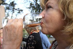 Podujatie je spojené s ochutnávkou vín.