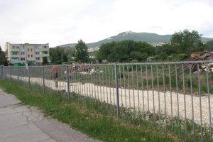 Za plotom sa predtým začínali záhradky.