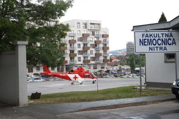 Vrtuľník priviezol pacienta do nitrianskej nemocnice.