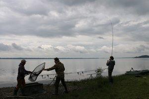 Rybári na Šírave.