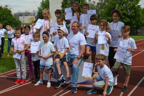 Igor Kováč s víťazmi a víťazkami.