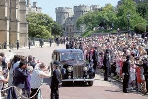 Nevestu Meghan priviezol na sobáš Rolls-Royce Phantom IV.