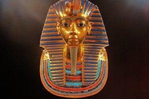 Posmrtná maska faraóna Tutanchamóna.