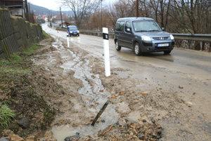 Cestu medzi Brehmi a Rudnom nad Hronom aj v minulosti opakovane zaplavila voda.