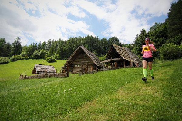 Hlavnú trať cez keltské nálezisko absolvovalo 81 bežcov.