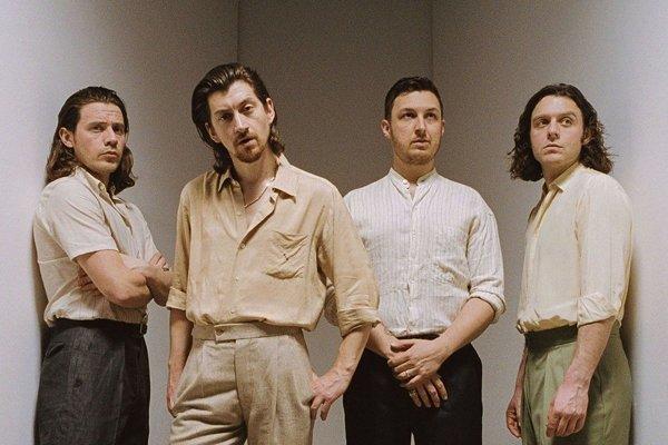 Arctic Monkeys, to sú James Cook, Alex Turner, Matt Helders a Nick O´Malley.