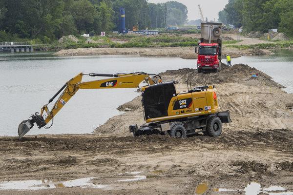 Stavebné práce na projekte obchvatu Bratislavy.