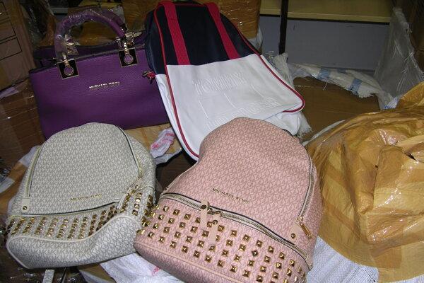 V Brodskom zhabali niekoľko druhov známych značiek kabeliek a oblečenia.