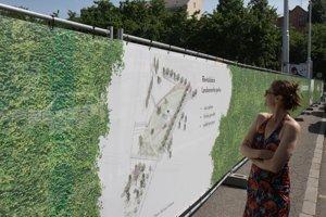 Oplotenie Landererovho parku na Šafárikovom námestí pred začiatkom revitalizačných prác.