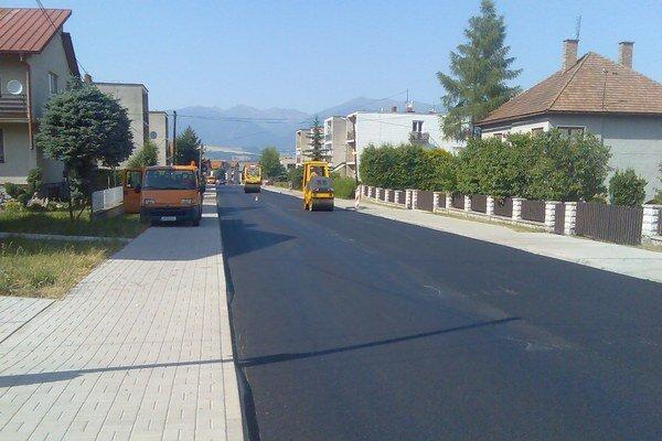 Pracovníci Správy ciest obnovili cestu.