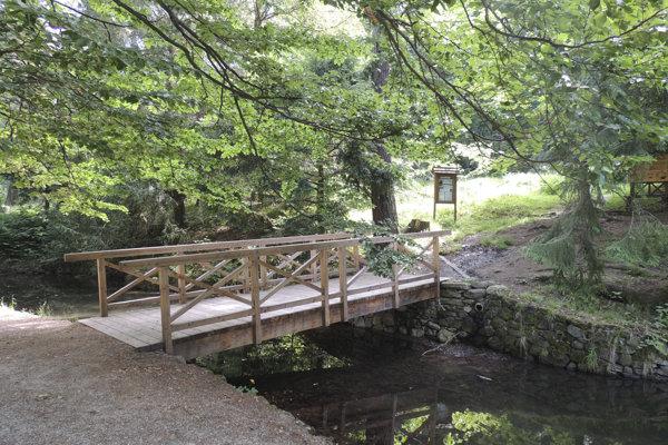 V parku kaštieľa vo Svätom Antone vynovili mostíky.