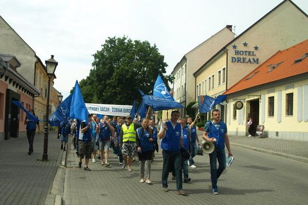 Protestný pochod zamestnancov PSA v roku 2015