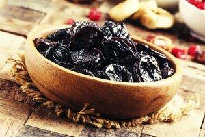 Sto gramov sušených sliviek obsahuje 7 gramov vlákniny.