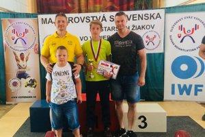 Michal Zajvald (v strede) s trénermi z Kysuckého Nového Mesta.