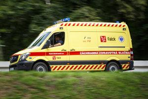 Pacient utrpel vážne zranenia. Záchranka ho previezla do nemocnice v Žiline.