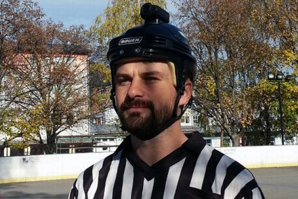 Kamera na prilbe rozhodcu je v slovenskom amatérskom športe rarita.