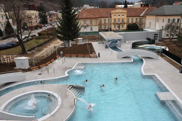 Vonkajší bazén Kúpeľov Trenčianske Teplice na fotke z roku 2009.