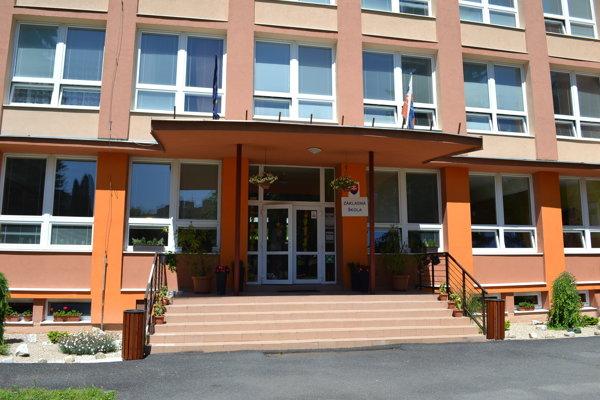 Základnú školu Duchnovičova na jeden deň zatvorili a dôkladne vydezinfikovali.