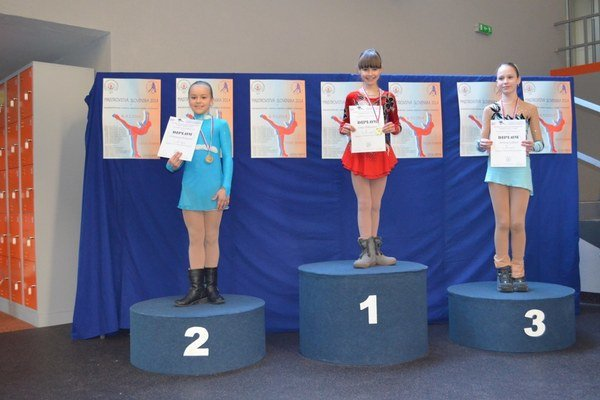 Ema Doboszová (v strede) sa tešila aj z celkového prvenstva v Slovenskom pohári.