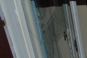 Po tom, ako policajti prijali oznámenie, že v obci Svrčinovec z chatovej oblasti vyšiel zvuk, ako po rozbití skla, vyrazili na miesto.
