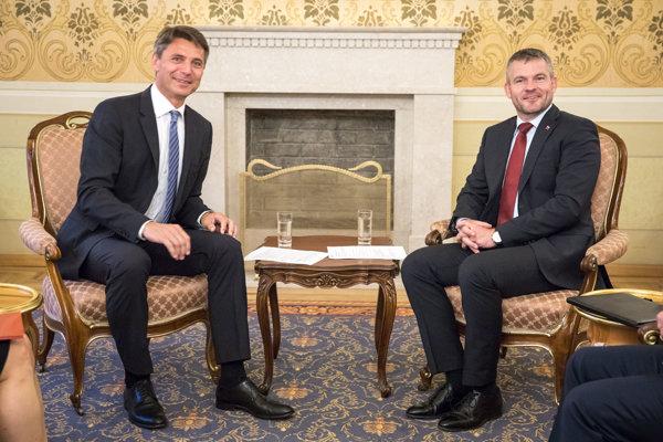Bratislavský primátor Ivo Nesrovnal pôsobil na stretnutí s premiérom Petrom Pellegrinim zo Smeru spokojne.