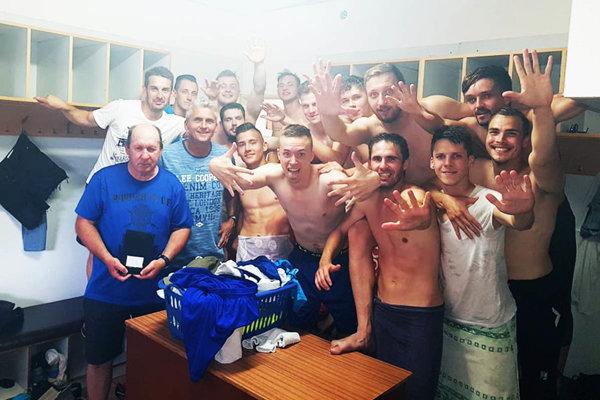 Futbalisti Vlčian včera v Lehote spečatili triumf v súťaži.