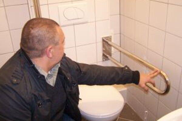 Po rokoch budú môcť vozíčkari v centre použiť verejné toalety.