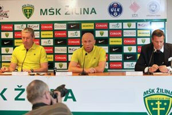 Tréner MŠK Ľuboš Nosický, kapitán Miroslav Barčík a manažér Karol Belaník na tlačovej konferencii pred začiatkom jarnej časti Corgoň ligy.