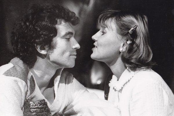 Peter Rašev s Ľubou Blaškovičovou v inscenácii Generálny zázrak Vladimíra Párala z roku 1983