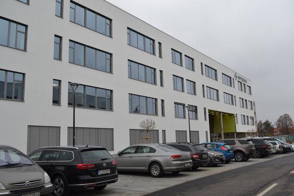 Michalovská nemocnica očkuje všetkých zamestnancov narodených pred rokom 1985.