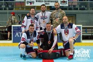 Zľava: Michal Chovan, Ján Turan, vedúci mužstva Martin Sečkár. Spodný rad zľava: Milan Kučera, Peter Brezáni, Peter Kortiš.