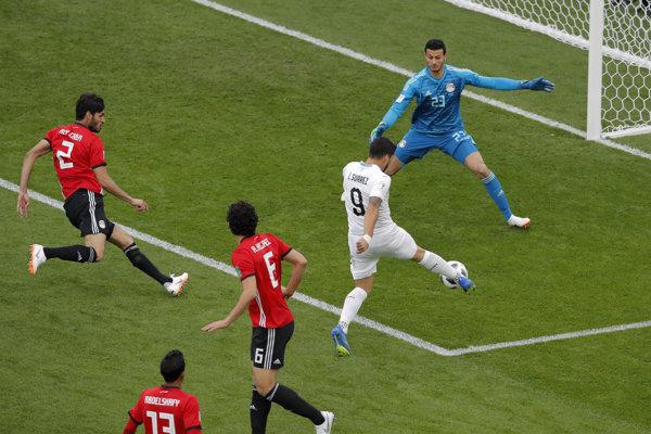Luis Suárez nepremieňa svoju veľkú šancu.