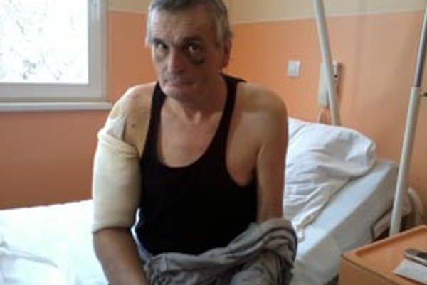 Pán Vojtech skončil po útoku psa v nemocnici.