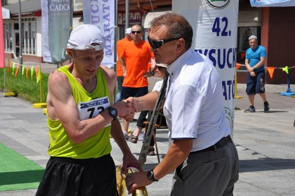 Víťaz ostatných ročníkov Viktor Starodubtsev apredseda organizačného výboru Milan Pollák.