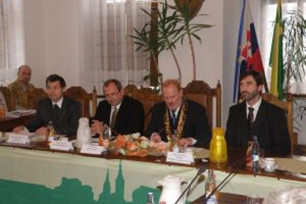 Ivan Harman odovzdal vedenie mesta Igorovi Chomovi.