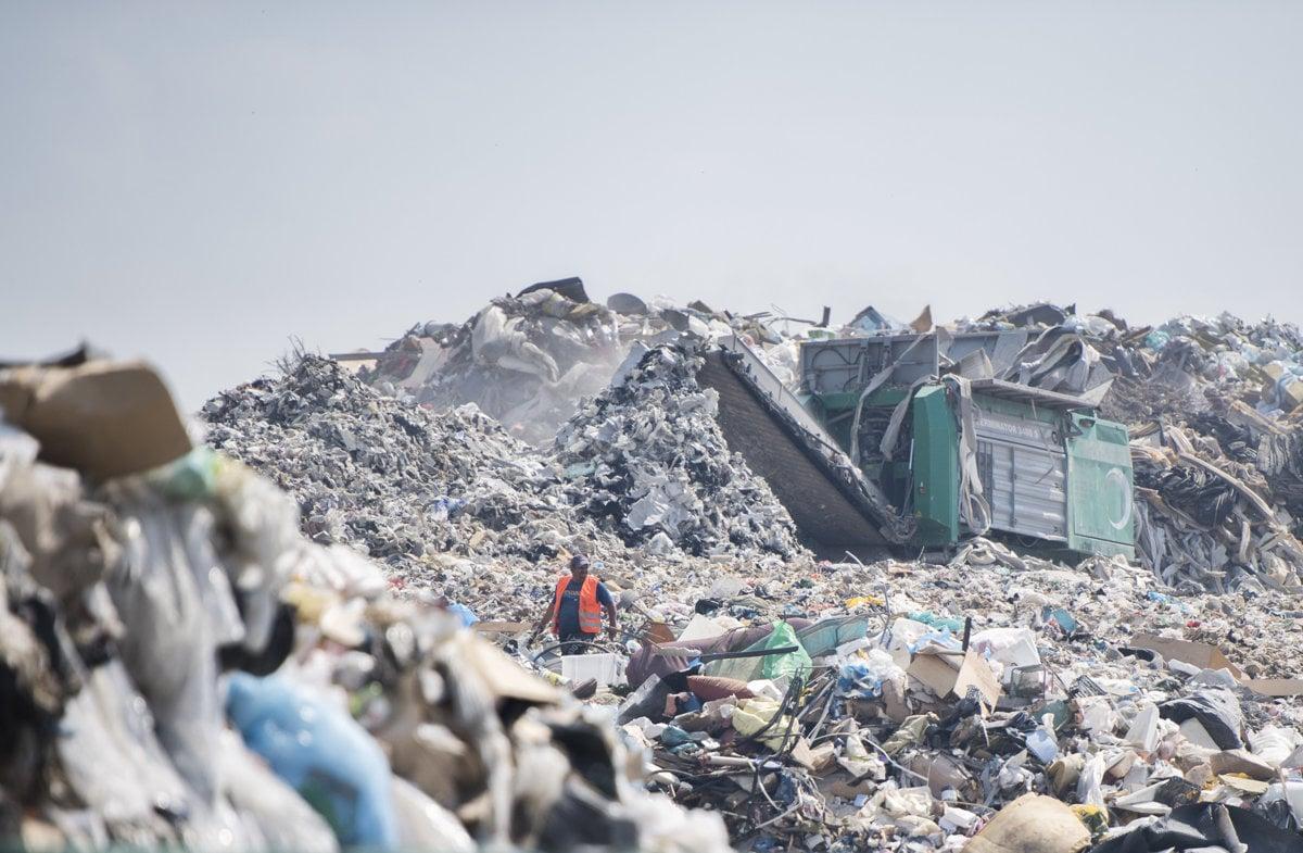 Expert na odpad: Skládky rastú, ľudia sú ľahostajní - domov.sme.sk