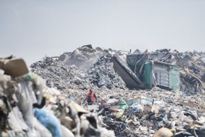 Skládka odpadu v Podunajských Biskupiciach.