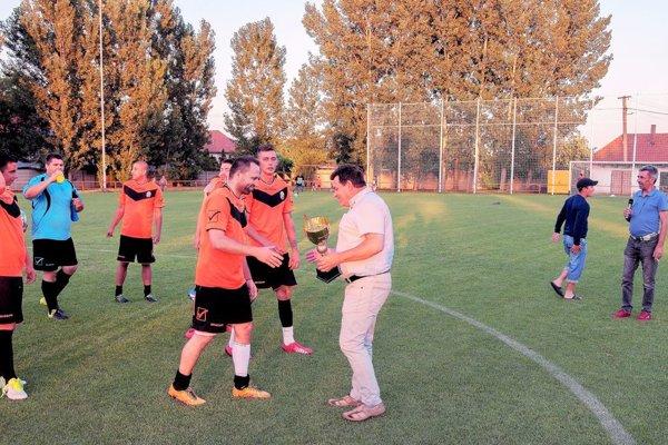 Prvenstvo z minulého roku obhajujú domáci futbalisti.