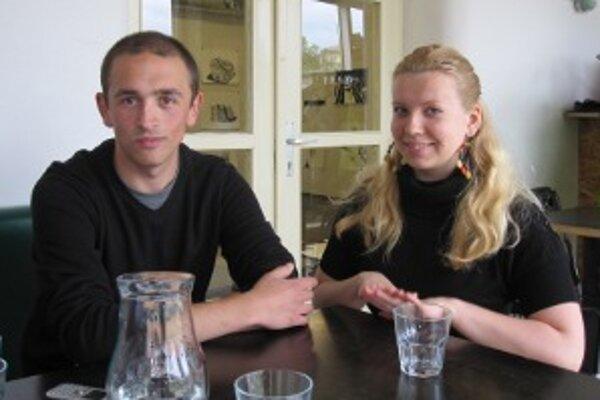 Mário zo Srbska a Klara z Lotyšska. Obaja pôsobia ako dobrovoľníci na Stanici - Záriečie od septembra 2010.