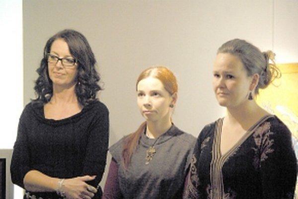 Výtvarníčky. Zľava Veronika Mikulášová, Zuzana Pekárová a Ivana Babíková.