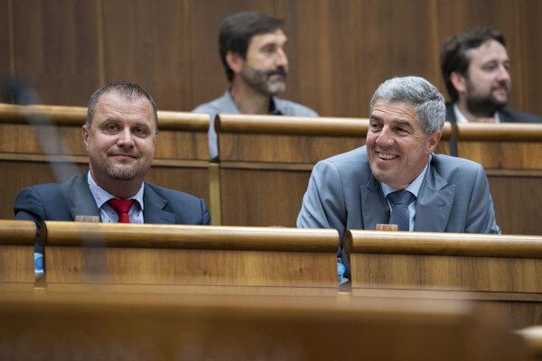 Zľava podpredsedovia NR SR Andrej Hrnčiar (Most-Híd) a Béla Bugár