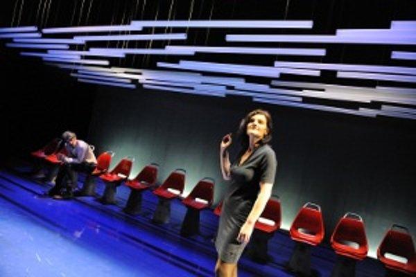 Z predstavenia Podzemné blues, kde hrajú dvaja herci Boris Zachar a Jana Oľhová.