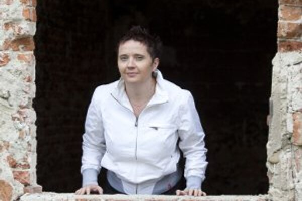 Vanda Tuchyňová sa narodila  v roku 1974. Absolventka žurnalistiky na Masarykovej univerzite v Brne  je redaktorkou Slovenského rozhlasu.