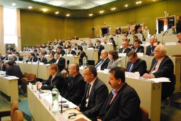 Prešovskí krajskí poslanci sa zídu v pondelok, čaká ich množstvo bodov programu.