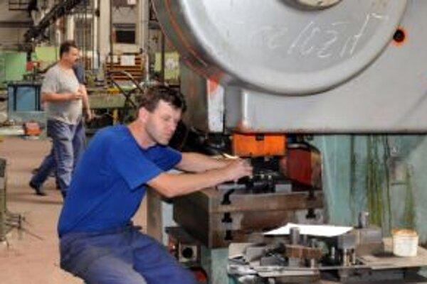 Kríza a slabší dopyt po produkcii Kinexu v prvom štvrťroku zvýšili tlak aj na personálnu a organizačnú štruktúru firmy.