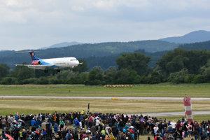 Prelet lietadla vládnej letky na Leteckom dni v Dolnom Hričove.