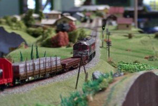 Železničná doprava na modelovom koľajisku bude organizovaná podľa pravidiel ako na skutočnej železnici.