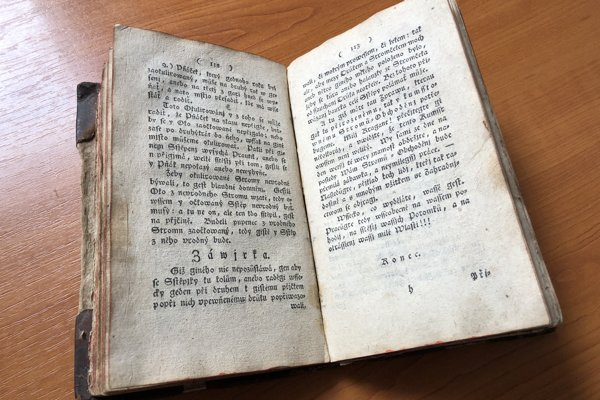 Knihu, v ktorej záhradkári v minulosti nachádzali rady ako pestovať stromy a bojovať proti škodcom dodnes uchováva vo svojej zbierke Krajské múzeum v Prešove.